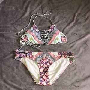 Patterned design bikini top and bottom set